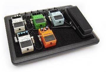 skb powered pedalboard long mcquade musical instruments. Black Bedroom Furniture Sets. Home Design Ideas