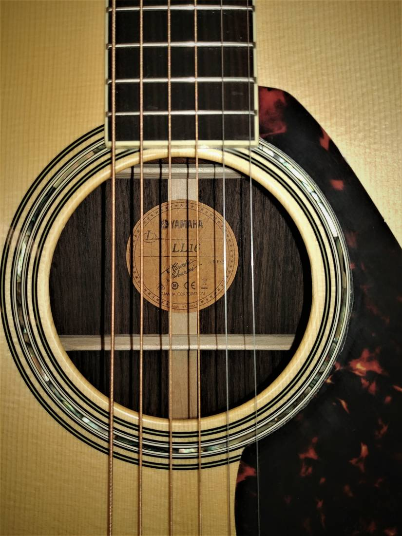 yamaha ll16 are dreadnought w engelmann spruce top solid rosewood back and side long. Black Bedroom Furniture Sets. Home Design Ideas