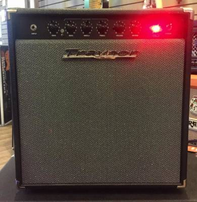 (USED) Traynor YGL1 GuitarMate 15 Watt All-Tube Guitar Combo Amp