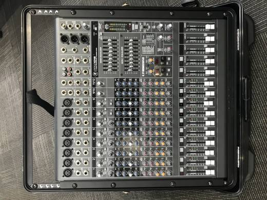 MACKIE 12 CHANNEL POWERED MIXER