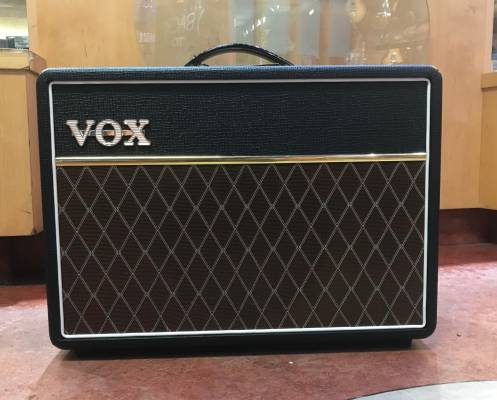 vox ac10 custom 1x10 39 39 10 watt tube combo amp long mcquade musical instruments. Black Bedroom Furniture Sets. Home Design Ideas