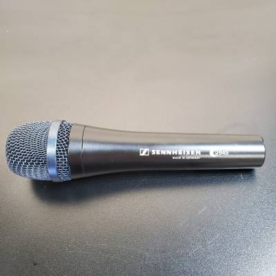 Evolution Dynamic Super-Cardioid Vocal Mic