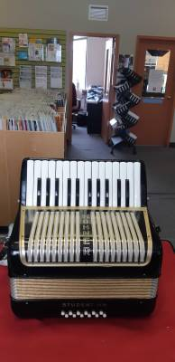 Hohner student II Accordion