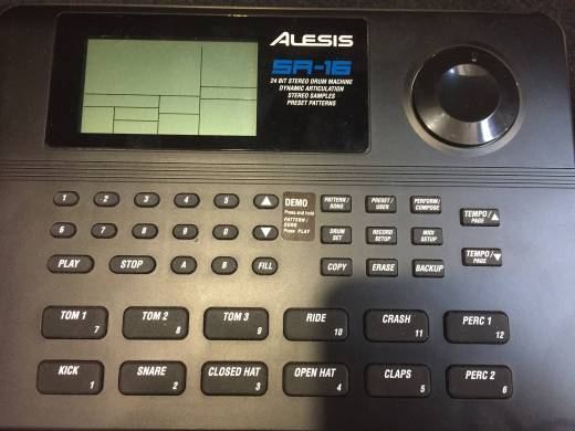 SR-16 - 16 Bit Drum Machine
