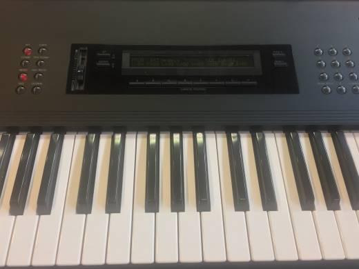 M-1 KORG MUSIC WORKSTATION - 61 KEYS