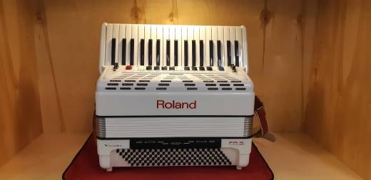 ROLAND V-ACCORDION W/BUILT-IN SPEAKERS