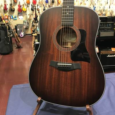 Taylor 320e Dreadnought Mahogany Acoustic Electric Guitar w/Case