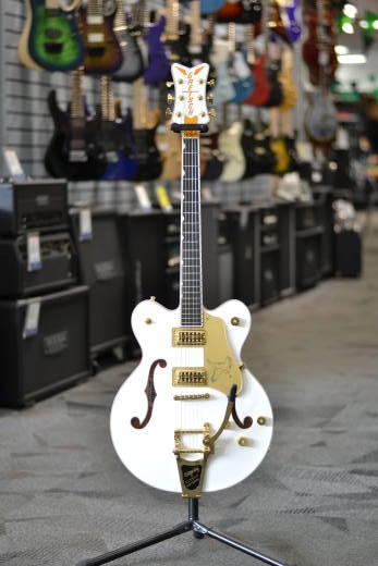 G6636T Player's Edition Falcon Center-Block Electric Guitar with Bigsby, Filter'Tron Pickups - White