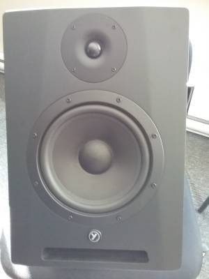 Yorkville-YSM8 High Performance Powered Studio Reference Monitor