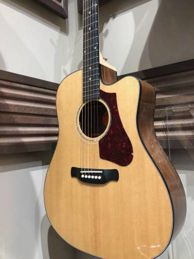 2017 High Performance 635 W Square Shoulder Acoustic/Electric Guitar