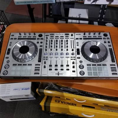 Store Special Product - DDJ-SZ 4 Channel DJ Controller for Serato DJ - Silver