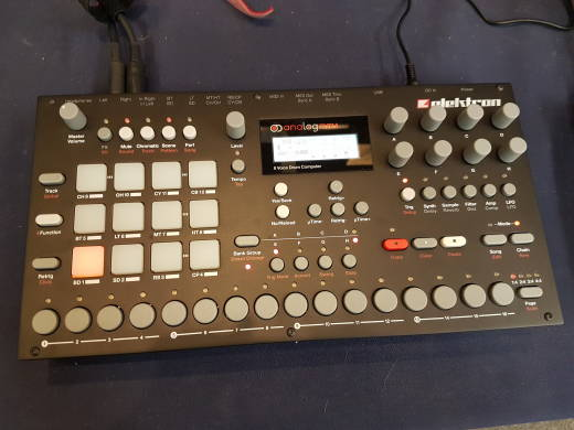 Analog Rytm 8-Voice Drum Machine with Sample Support
