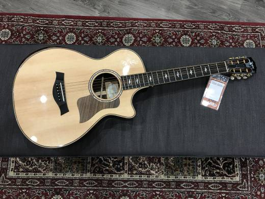 812ce 12-Fret DLX Grand Concert Acoustic/Electric Guitar w/ Case