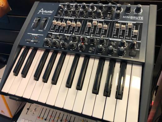 Arturia MiniBrute Monophonic Analog Synth (25 Note)