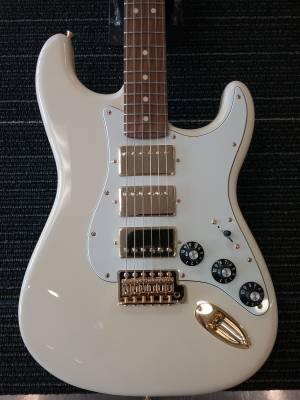Limited Mahogany Blacktop Stratocaster HHH - Olympic White