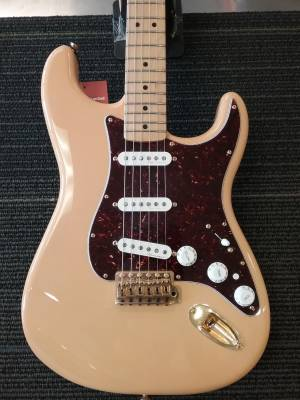 Deluxe Player Stratocaster - Maple Fingerboard - Honey Blonde