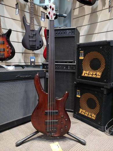 CORT FRETLESS BASS
