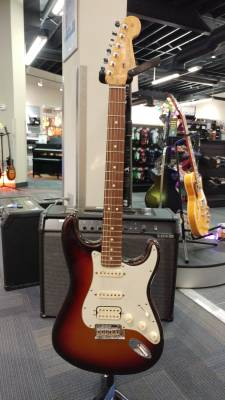 FENDER AM DLX STRAT PLUS HSS 3TSB
