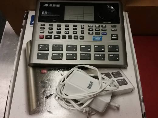 Alesis SR-18 - 24 Bit Stereo Drum Machine