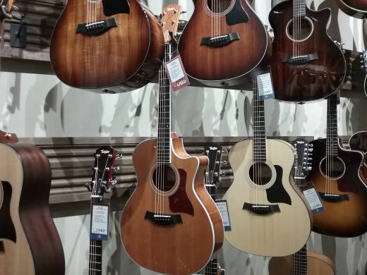 Taylor Grand Auditorium Spruce/Ovankol Acoustic Electric Guitar w/Cutaway, Case