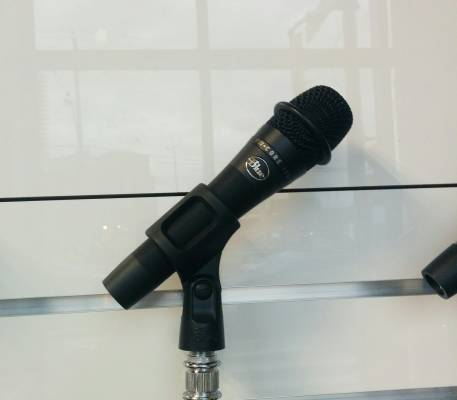 B-Stock enCORE 100 Dynamic Handheld Live Vocal Microphone