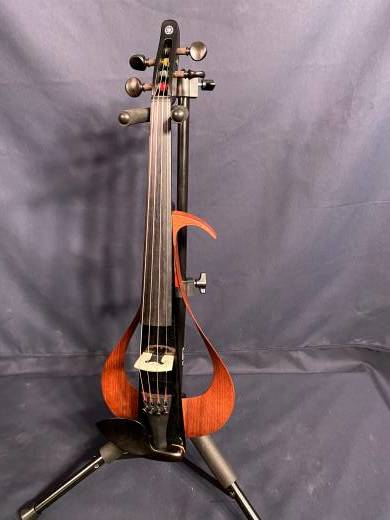 BAND: YAMAHA 4 STRING ELECTRIC VIOLIN BLACK BODY